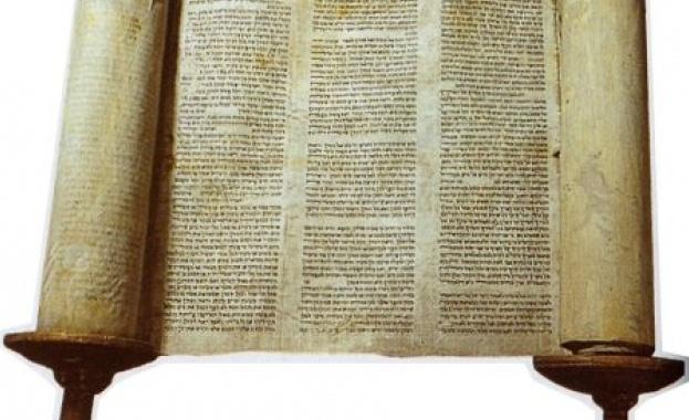 311 г. - Римският император Галерий издава едикт, според който