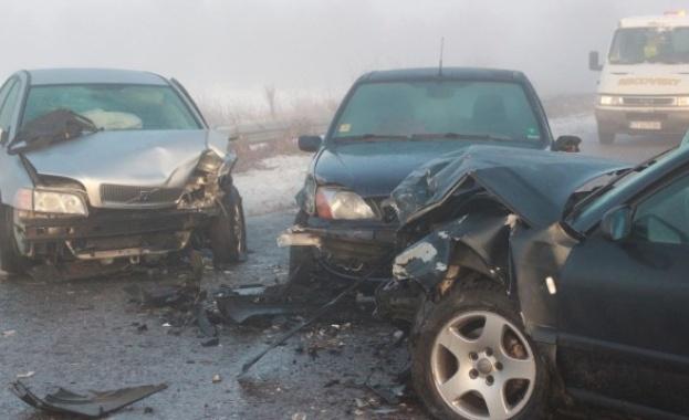 Верижна катастрофа, 5 коли се удариха в Казанлъшко