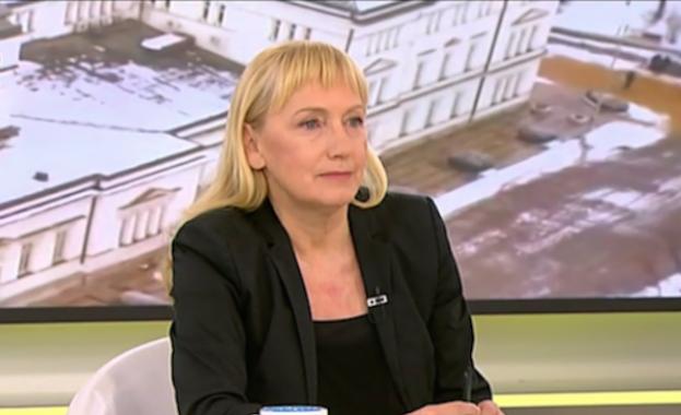 Елена Йончева, КТБ и поне един парадокс