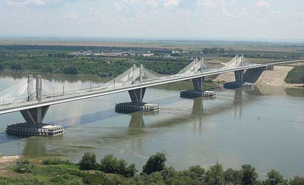"Близо 9 километра е опашката от автомобили на ""Дунав мост"