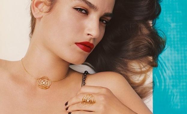 Любов по Chanel: Камелията не е цвете