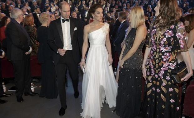 Ослепителната Кейт в приказна бяла рокля на наградите БАФТА