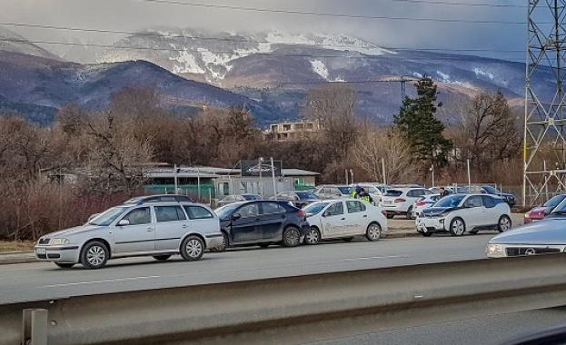 Верижна катастрофа затруднява движението по околовръстното на София