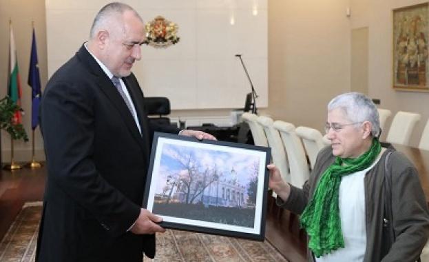 Реставраторката на желязната църква подари картина на Борисов