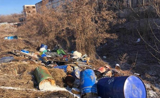 Разчистиха 29-те тона изхвърлени опасни отпадъци край гара Яна