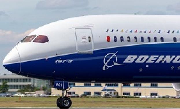 Боинг спира доставките на самолети 737 МАКС