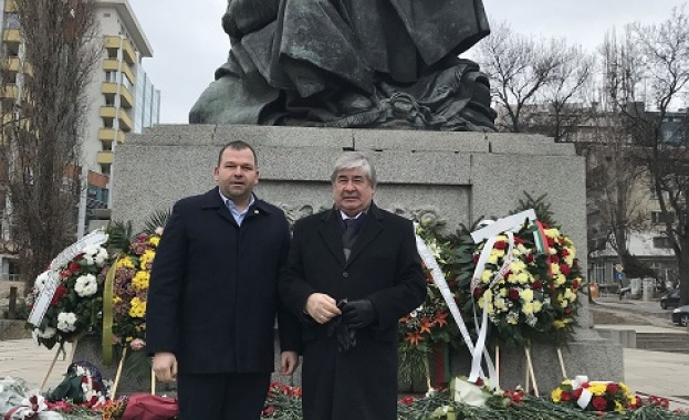 """Социалистите от """"Лозенец"""" отбелязаха Деня на Защитника на отечеството с посланика на Русия"""