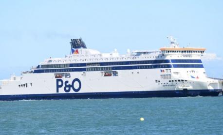 Вятър спря фериботите от 3 гръцки пристанища