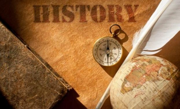 1774 г. - Сключен е Кючуккайнарджийския мирен договор между Русия