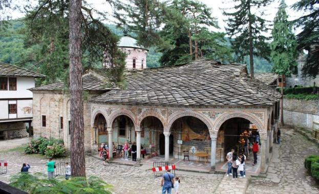 Строят нов мост над р. Бели Осъм и нов път за Троянския манастир