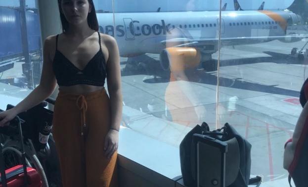 Заплашиха момиче, че ще я свалят от борда заради облеклото ѝ