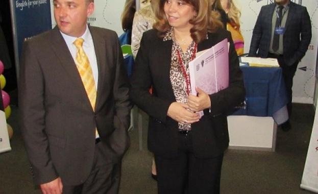 Илияна Йотова: Образованието и работодателите трябва да гарантират на младите успешна кариера в България