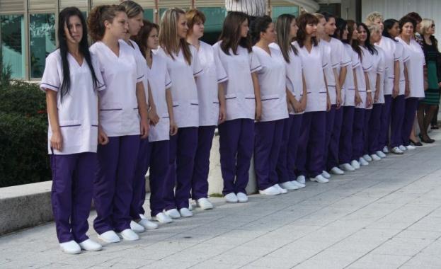 Кабинетът отпусна 50 милиона за заплати на медицинските сестри