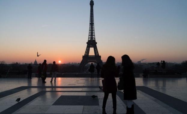 Една от най-известните забележителности в света - Айфеловата кула, навършва
