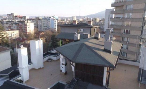 ГЕРБ върху горещ тенекиен покрив