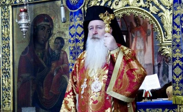 След тричасова света литургия в чест на Свети Йоан Лестницки,