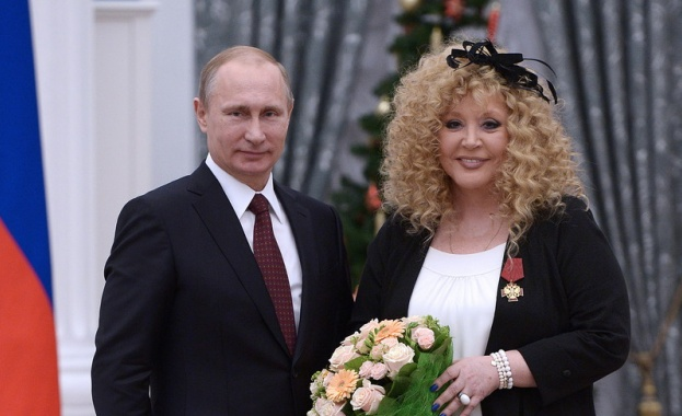 Владимир Путин връчи Орден за заслуги към Отечеството на Алла Пугачова