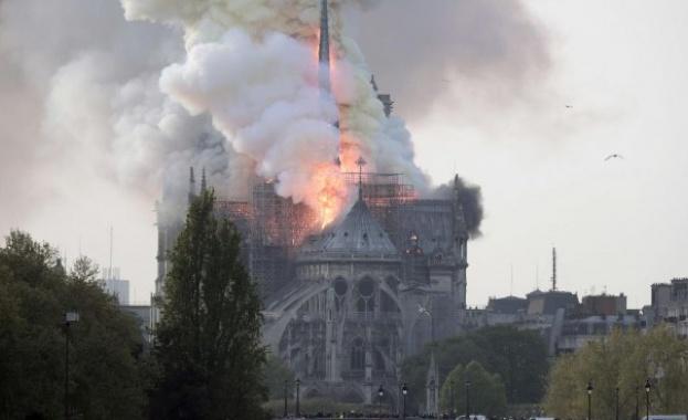 Пожар избухна в прочутата катедрала Нотр Дам в Париж (ВИДЕО)