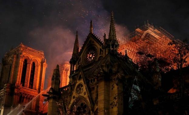 Пожарът, обхванал един от главните символи на Париж – катедралата