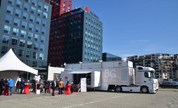 Пътуващият 5G шоурум на Huawei Roadshow пристигна в София и
