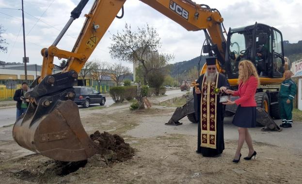 Започна рехабилитацията на 32,5 км от второкласния път II-62 Дупница