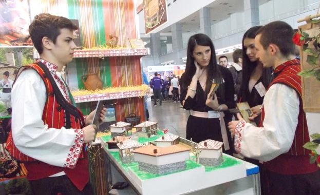 Млади предприемачи предлагат космически екскурзии по време на изложението на