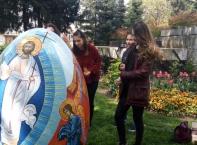 Гигантски великденски яйца изрисуваха пловдивски деца