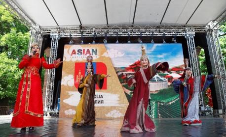 """Фестивалът """"Магията на изтока"""" събира изкуството 16 азиатски държави (снимки)"""