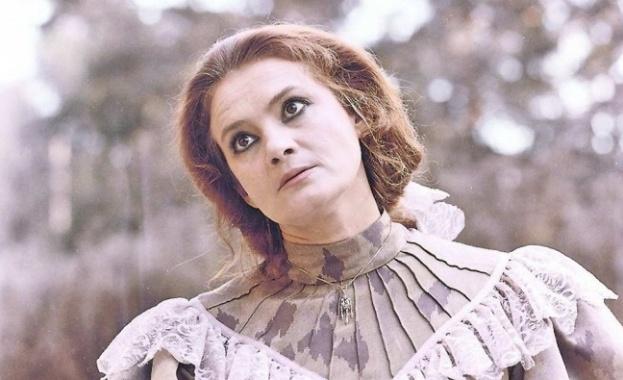 Напусна ни голямата българска актриса Виолета Гиндева. Тя си отиде