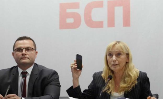 """Снимка: Елена Йончева показа оригиналния запис по аферата """"Ало, Банов съм"""""""