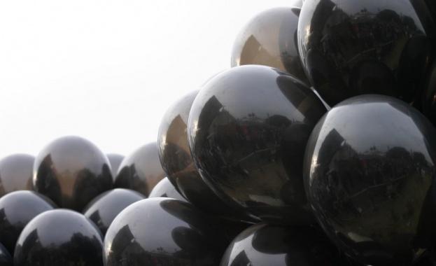 Снимка: 92 черни балона за загиналите работници пуска КНСБ
