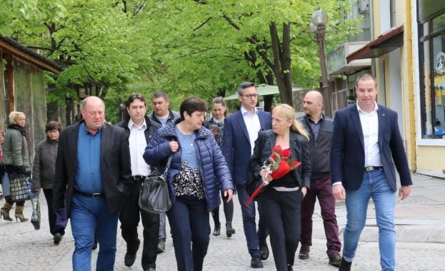 Снимка: Елена Йончева в Елхово: За да започнем възстановяването на България, БСП трябва да спечели тези избори