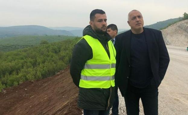 """Снимка: Борисов прави първа копка на участъка от пътен възел """"Боаза"""" до пътя Русе-Велико Търново"""