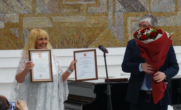 Приятели, почитатели и близки на актрисата и певица Грета Ганчева