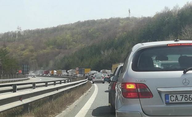 Засилен трафик по пътищата на страната. Движението по магистралите