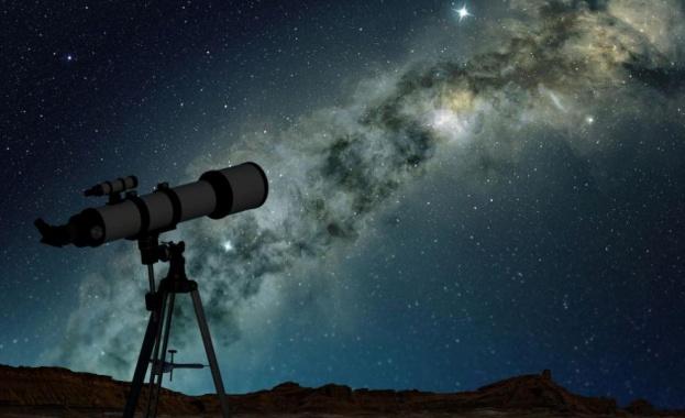Нещо в космоса просто не e както трябва. Вселената става