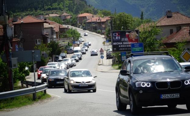 Интензивен е трафикът по Е-79 между Симитли и Благоевград в