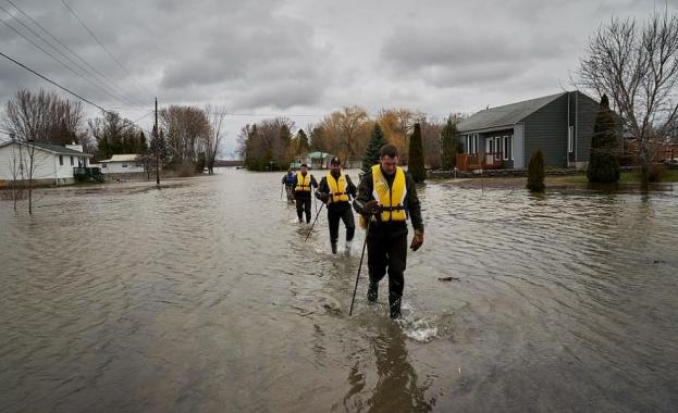 Повече от 10 хиляди души са евакуирани от домовете им