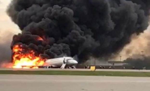 Пътнически самолет се запали на московското летище