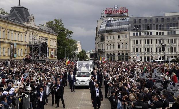Визитата на папа Франциск в България привлече вниманието и на