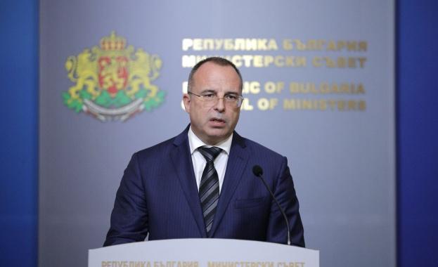 Министърът на земеделието Румен Порожанов е депозирал в петък заявление