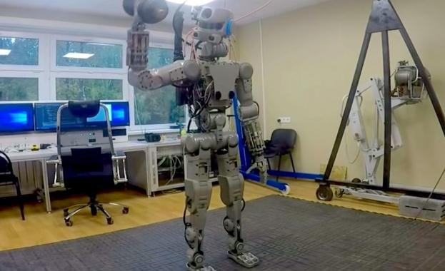 Човекоподобен робот ще управлява следващия руски луноход  (видео)