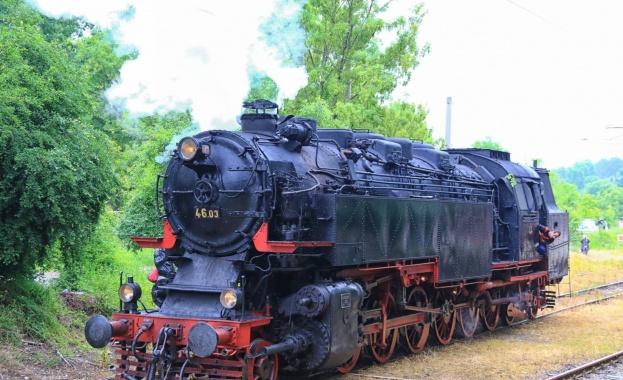 Парният локомотив баба Меца на БДЖ устройва атракционно пътуване за