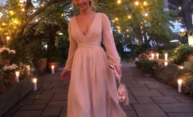 Дженифър Лорънс отпразнува годежа
