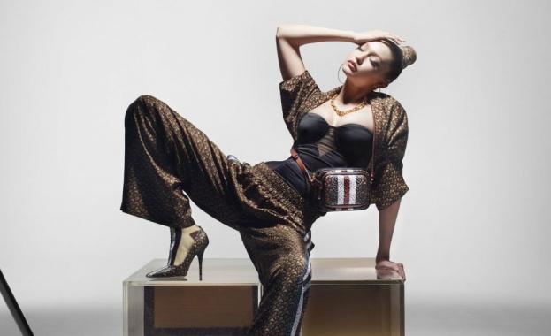 Джиджи Хадид в четири роли за Burberry