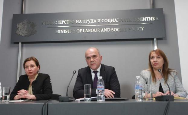 Петков: Няма направени законодателни промени с цел отнемане на деца