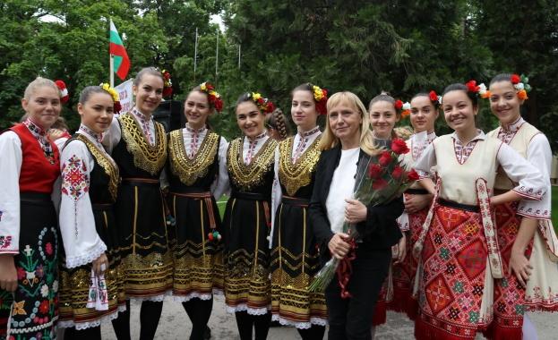 Eлена Йончева: Да върнем младите в България с номер 18, на 26-ти май