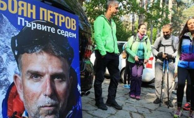 ,Измина почти една година, откакто България се раздели физически, но