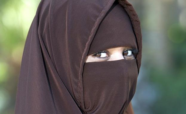 """""""Германия трябва да помисли за забрана ученичките да носят ислямски"""
