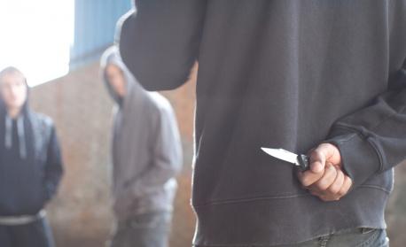Неизвестни раниха с нож четирима души в кафене в Санкт Петербург